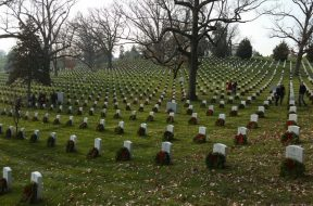wreaths-on-graves-e1575641576808
